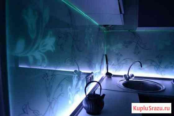 Установка стеклянных фартуков на кухню. Ремонт Ижевск