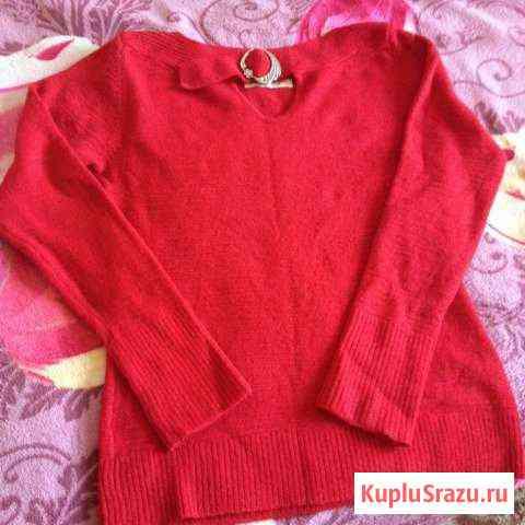 Продаю 2 свитера Икша