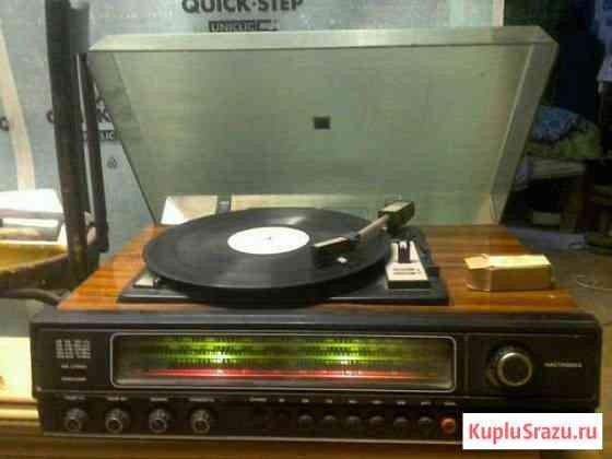 Вега323 стерио с радио приемом.пластинки в подарок Благовещенск