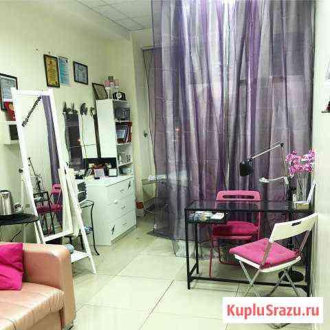 Место в салоне красоты (кушетка и маникюрный стол) Омск