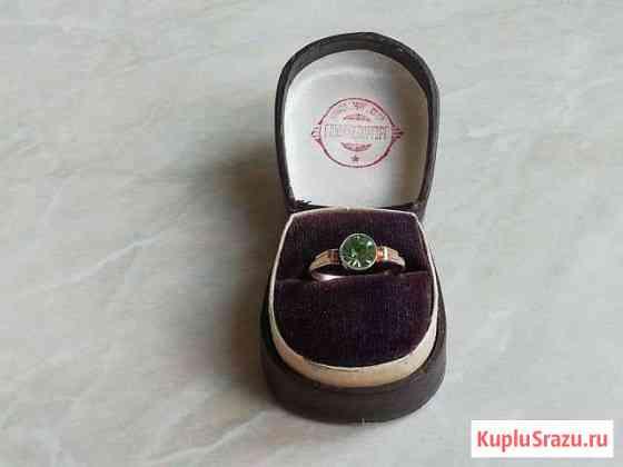 Серебряное кольцо СССР с хризолитом номерное Икша