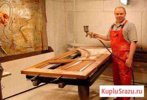 Лакировщик мебели на мебельной фабрике Белые Берега