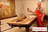 Лакировщик мебели на мебельной фабрике