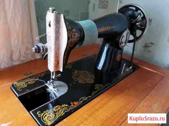 Швейная машина Павлина Лесной