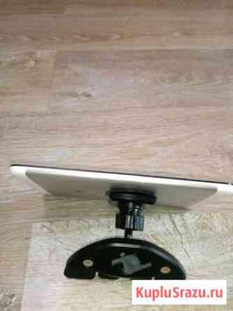 Магнитный держатель планшета в магнитолу CD Снегири