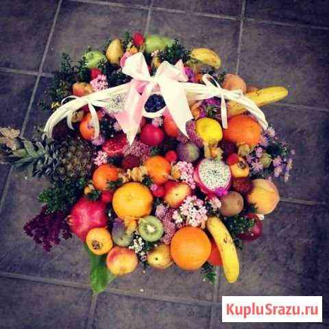 Корзина с фруктами и цветами Ставрополь