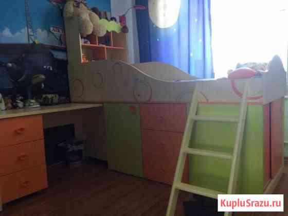 Детская кровать, со столом Абакан