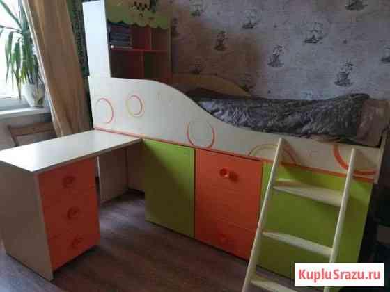 Кровать-чердак, книжный шкаф и тумбочка Чита