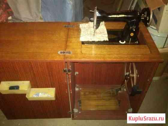 Ножная швейная машинка с тумбой Псков