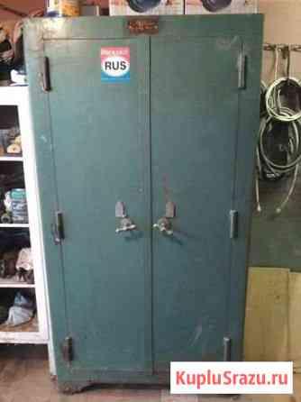 Металлический шкаф-сейф советский Константиново