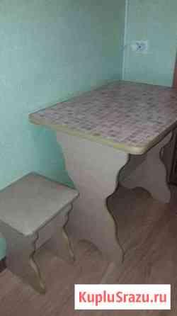 Обеденный стол и 2 табурета Челябинск