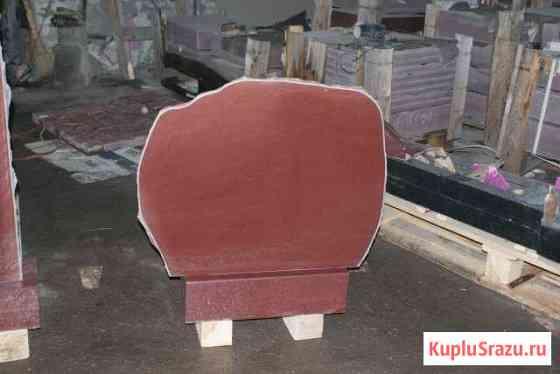 Памятник - малиновый кварцит Петрозаводск