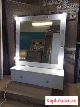 Гримерный столик с зеркалом Ухта