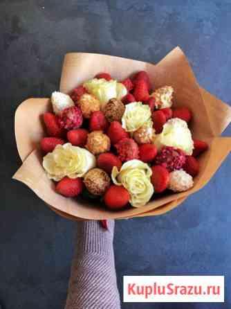 Клубника в шоколаде, букет из клубники и цветов, фруктовые букеты Тюмень