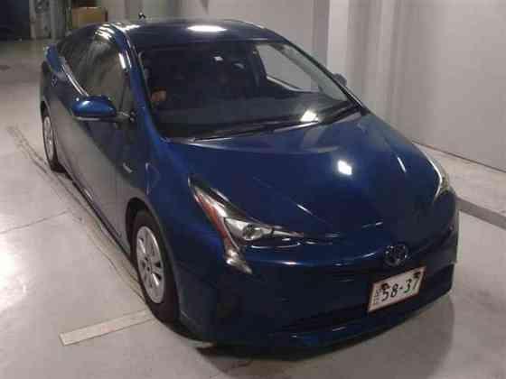 Лифтбек гибрид Toyota Prius кузов ZVW50 модификация S Toyota Safety Sense P г 2018 Москва